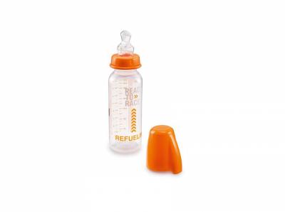 Прозрачно бебешко шише с надпис.