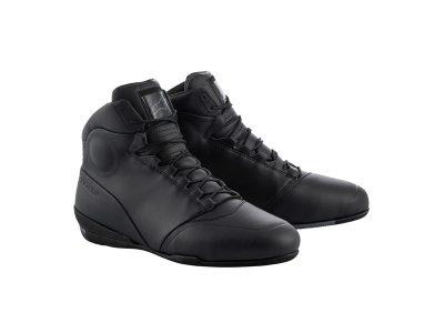 Черни обувки с лого.