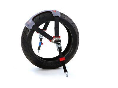 Колан за задна гума с лого.